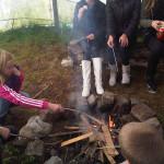 Kinderopvang Poppejans Groningen - in de tipi marshmellows op een kampvuur