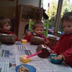 Kinderopvang Poppejans Groningen - knutselen met vogelvoer